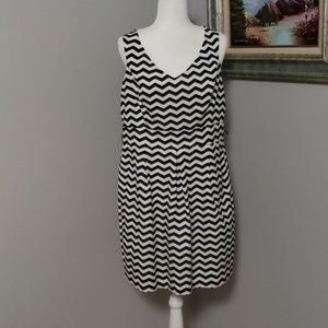 WHBM| Ceveron Navy blue and white dress